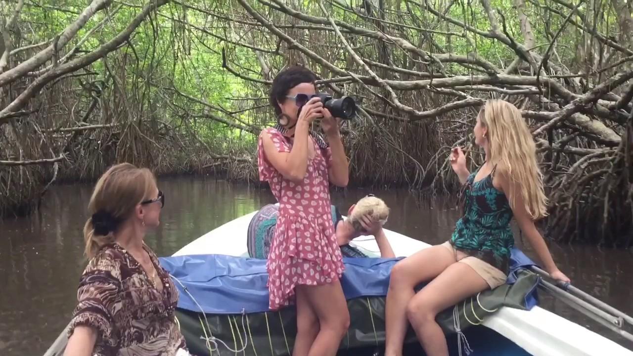 Frauen unterwegs auf der Suche nach Abenteuer