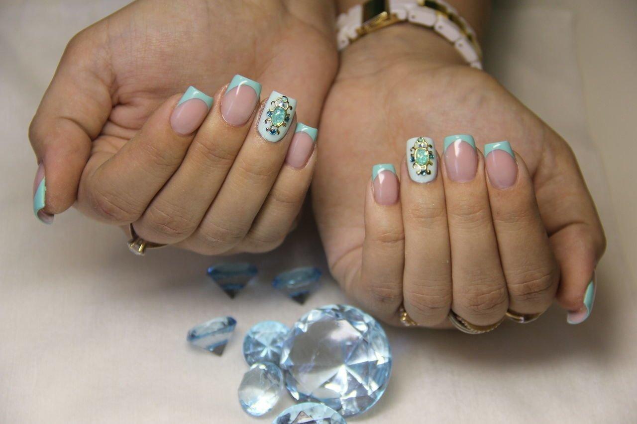 French Nails sommerlich Dekosteinchen