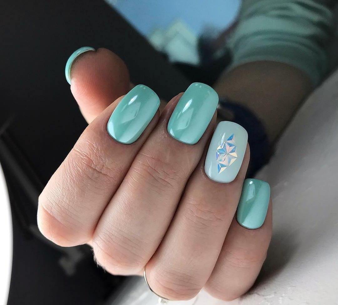 elegante Maniküre Perlenmuttglanz geometrische Muster