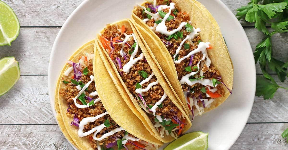 leichtes Abendessen Tacos mit Walnüssen und Sahnecreme