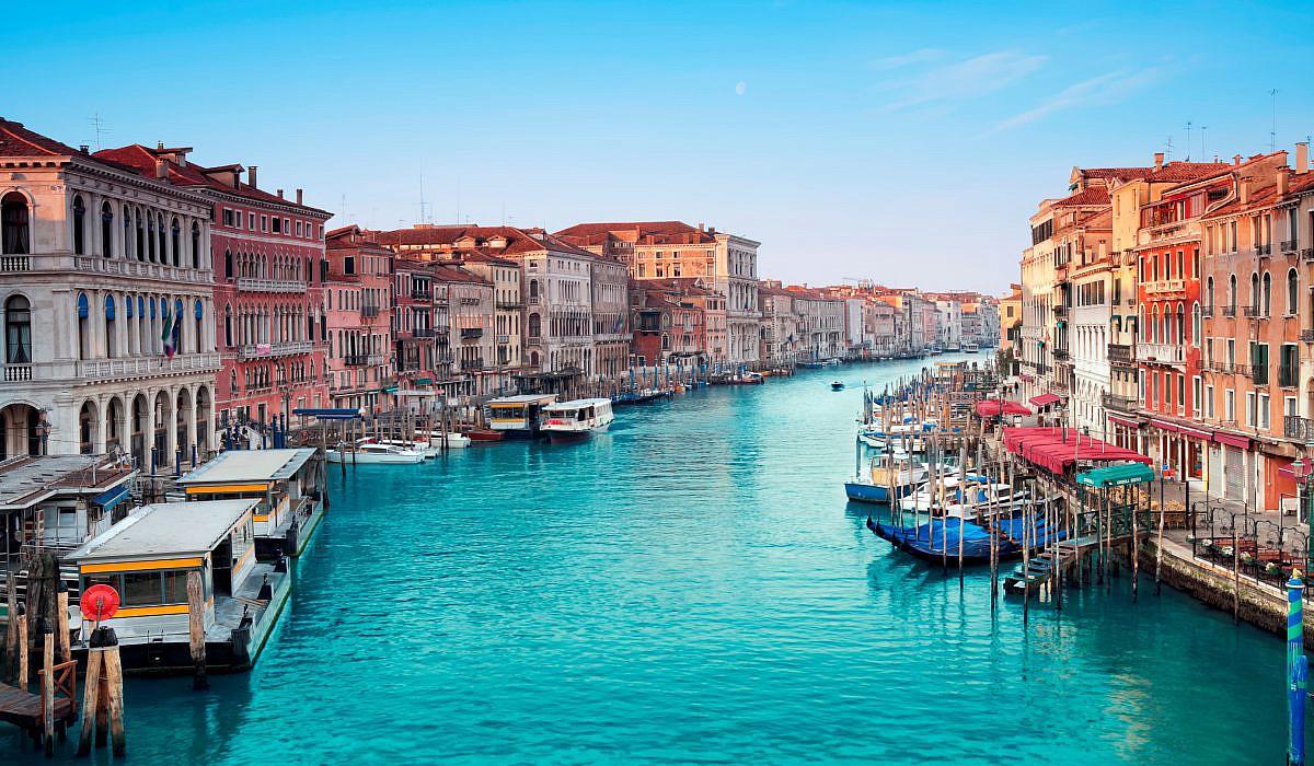 Frauen unterwegs Venedig Canale Grande