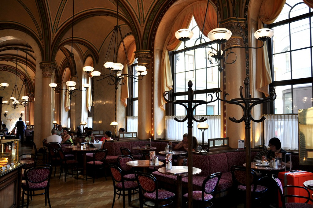 Frauen unterwegs die berühmten Wiener Kaffeehäuser