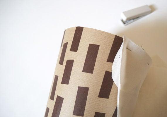 Schultüte basteln aus Karton und Verpackungspapier