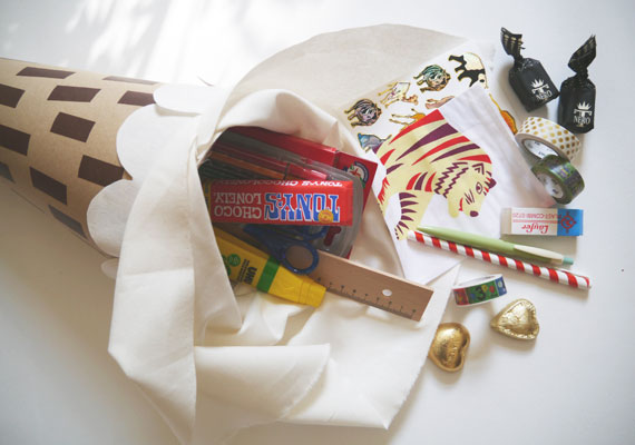 Schultüte basteln und mit Süßigkeiten füllen