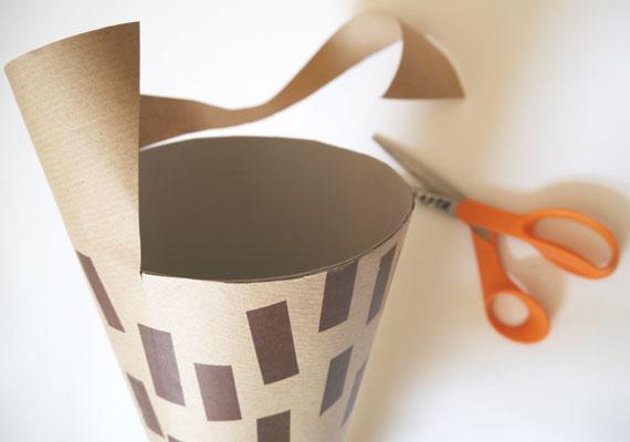 Schultüte basteln das überschüssige Papier ausschneiden