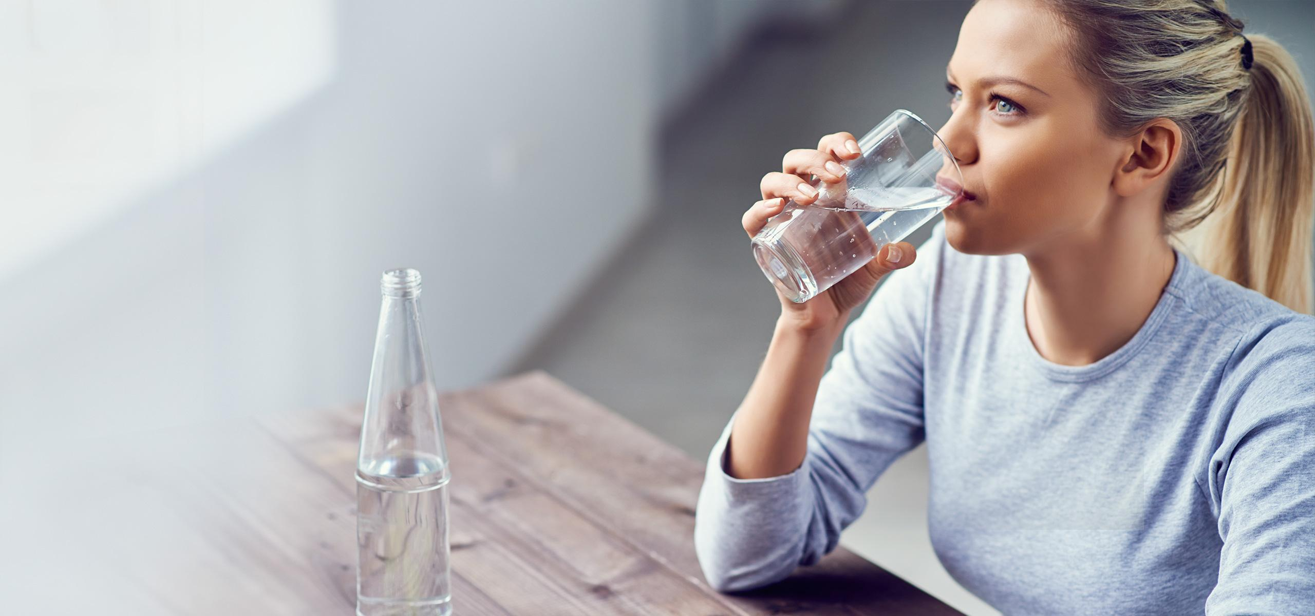 Abnehmen am Bauch viel Wasser trinken