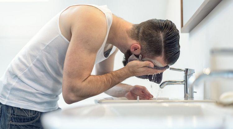 Bart regelmäßig waschen