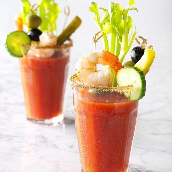 Cocktail Wodka und Tomatensaft Garnelen