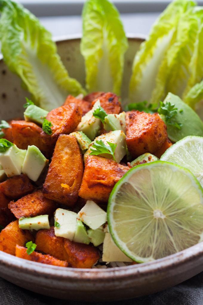Buddha Bowl Süßkartoffeln Salat Limette