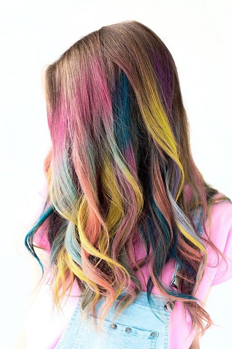 Haare färben mit Haarkreide