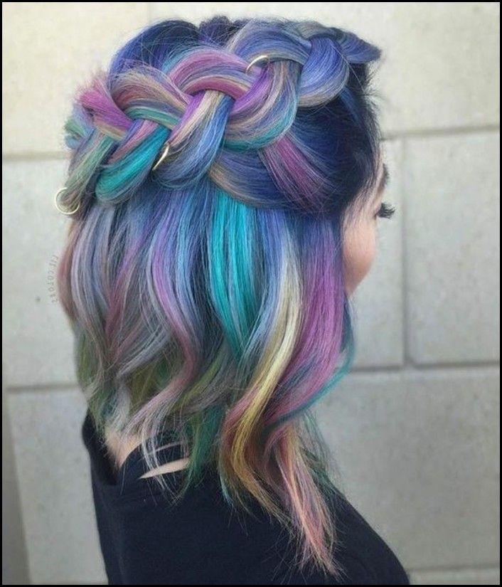 modische Frisur Flechtzopf Regenbogenfarben