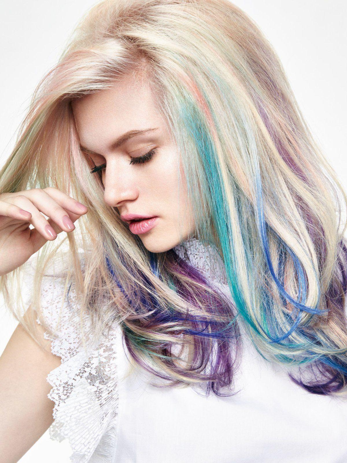 farbige Strähnen blonde Haare