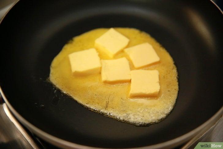 Butter schmelzen lassen Soße zubereiten