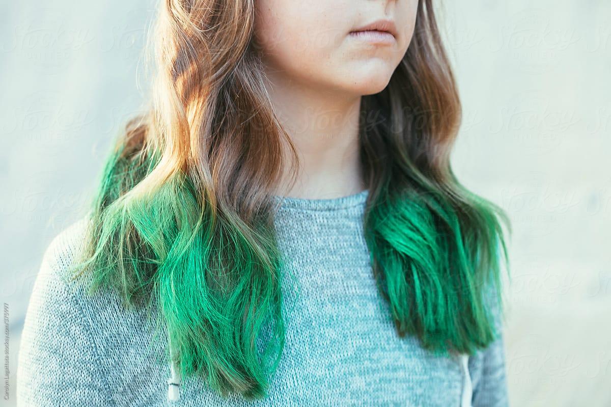 Dip Dye grüne Haarspitzen