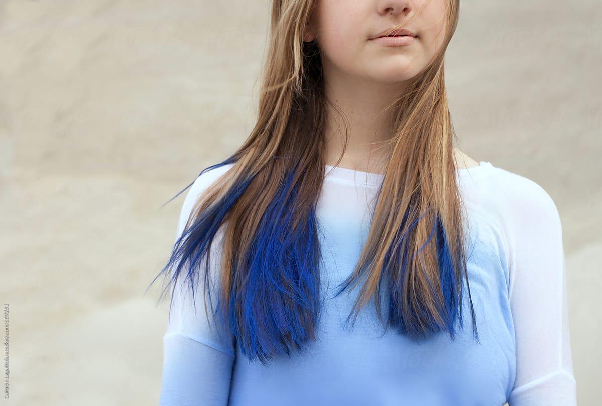 Dip Dye Haarspitzen blau Konstrast