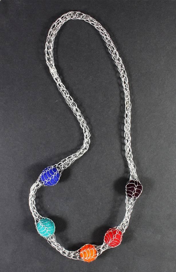 gestrickte Halskette selber machen originelle Idee