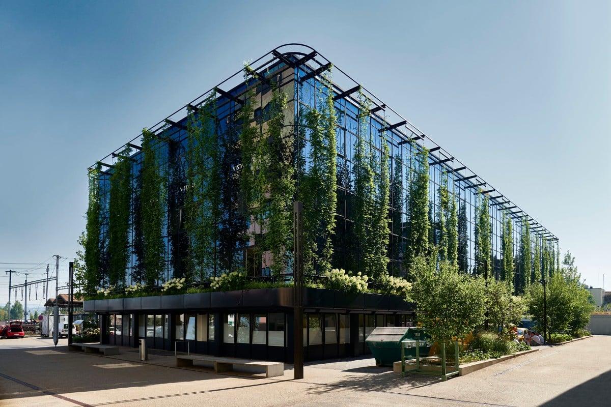 modernes Gebäude Fassade begrünen einzigartig