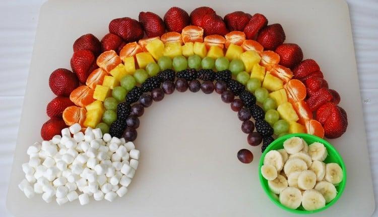süßes Fingerfood für Kinder frische Früchte