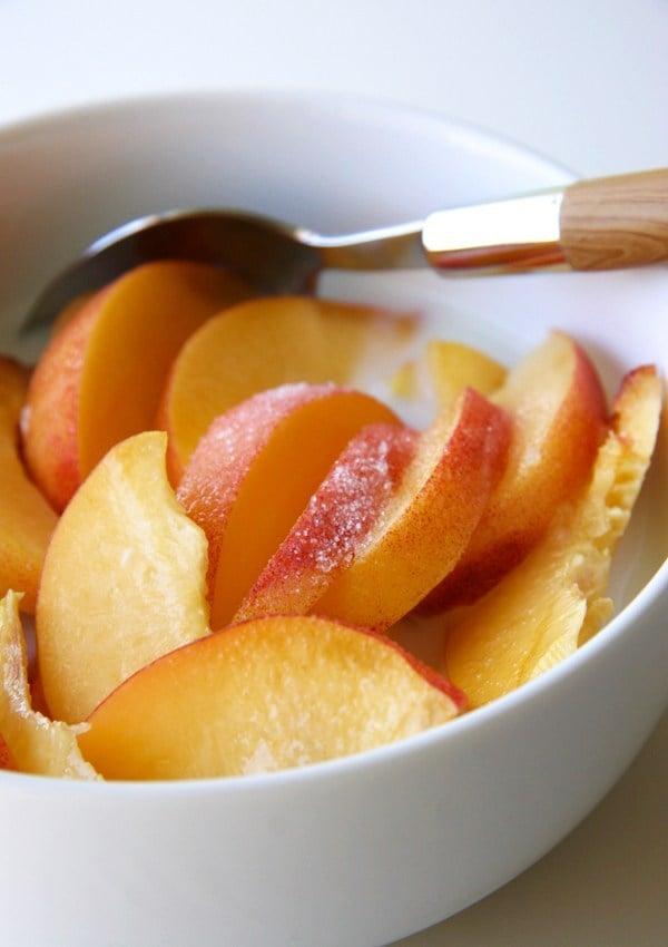 Müsli mit Pfirsichen gesundes Frühstück