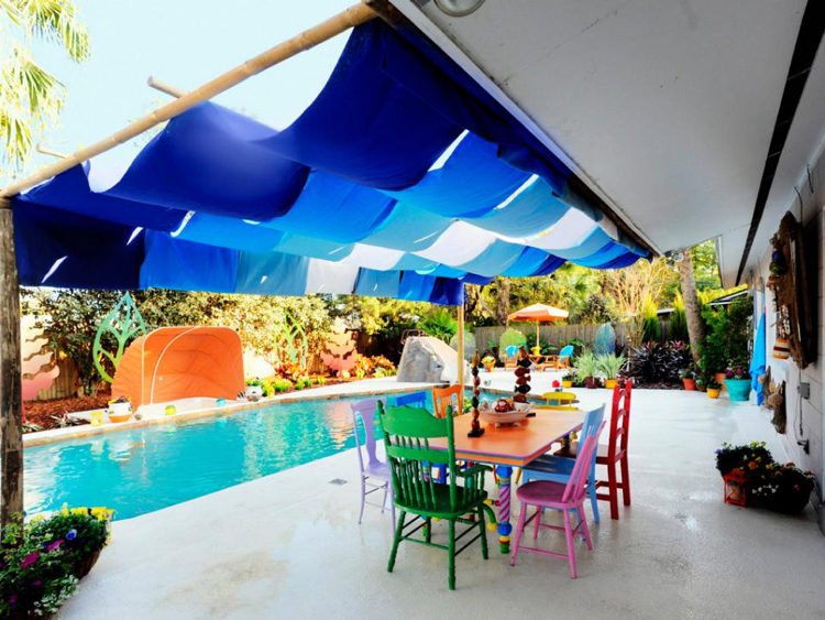 Spielplatz Garten Pool Tisch Alice im Wunderland