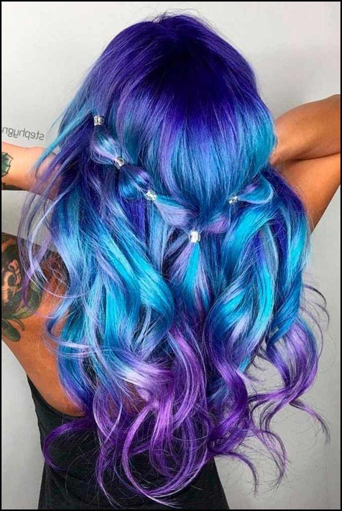 moderne Frisur Haarfarben Blau und Violett sehr intensiv