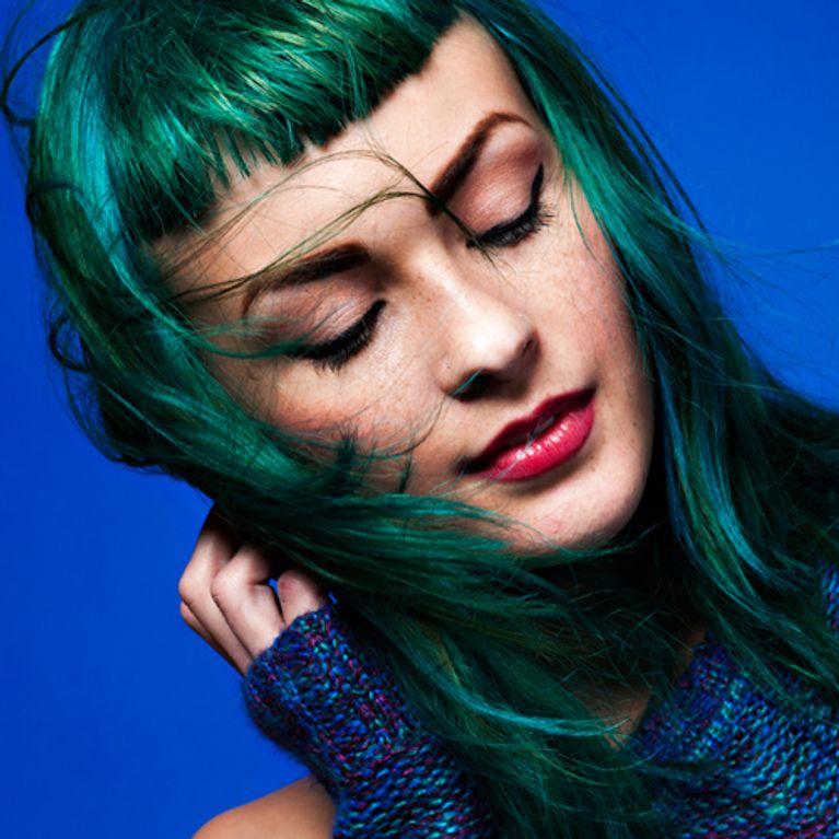Haarfarbe Dunkelgrün modern originell