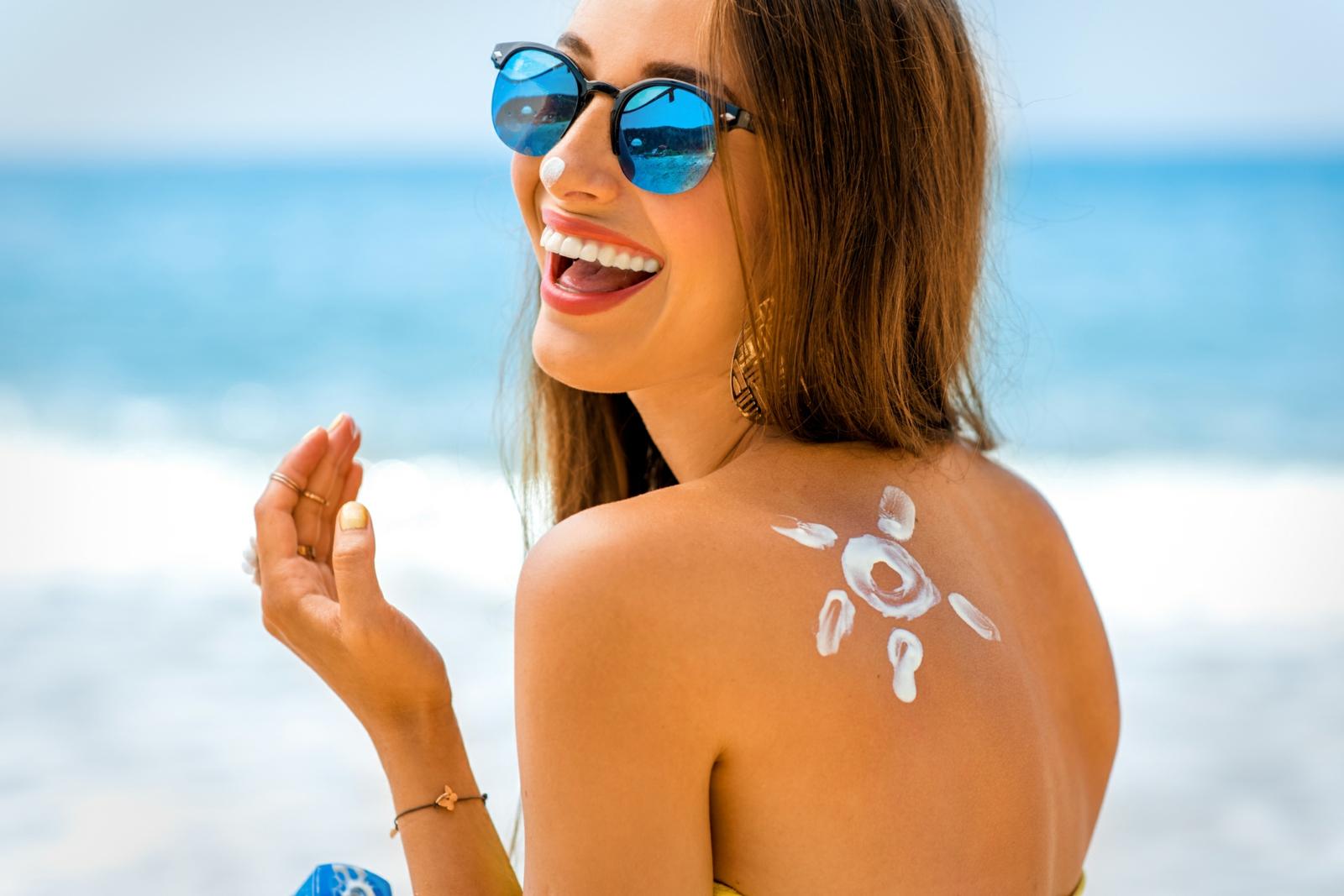Sonnenschutzmittel verwenden Starnd