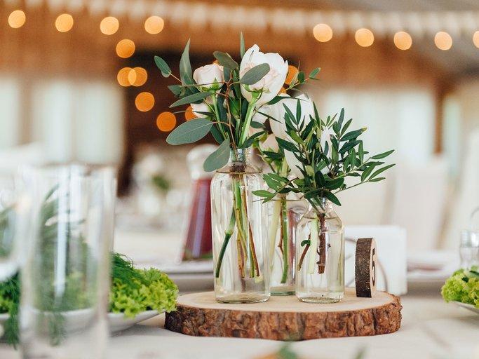 Tischdeko selber machen Blumengestecke arrangieren