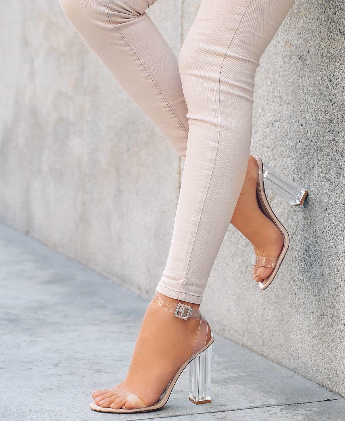 transparente Schuhe tragen Sommer Sandaletten