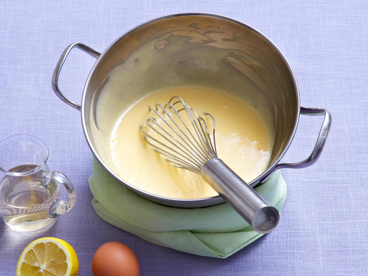 Buttersoße zubereiten mit Eigelb