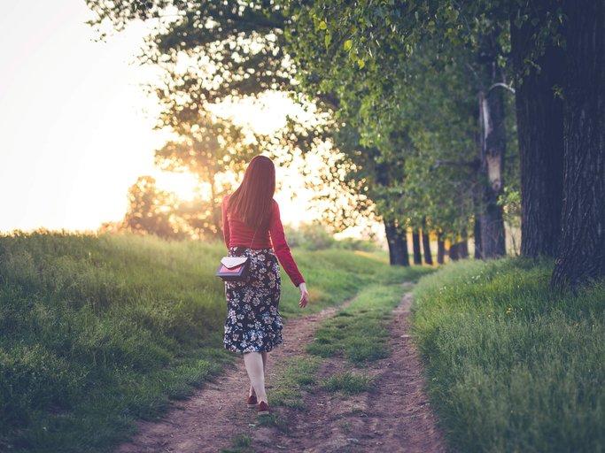 sich lange an der frischen Luft spazieren