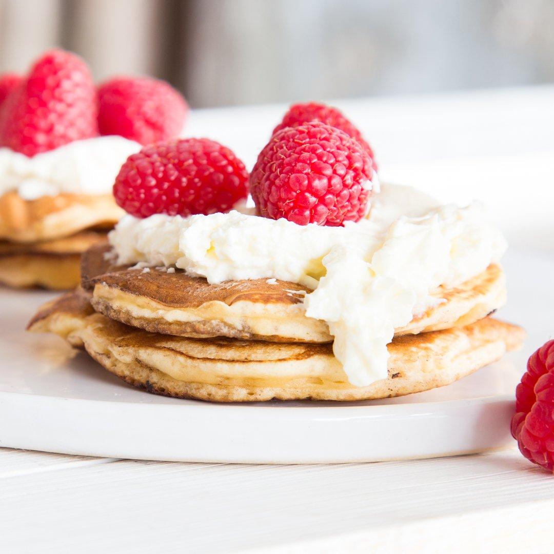 Pancakes japanischer Art Sahne Himbeeren