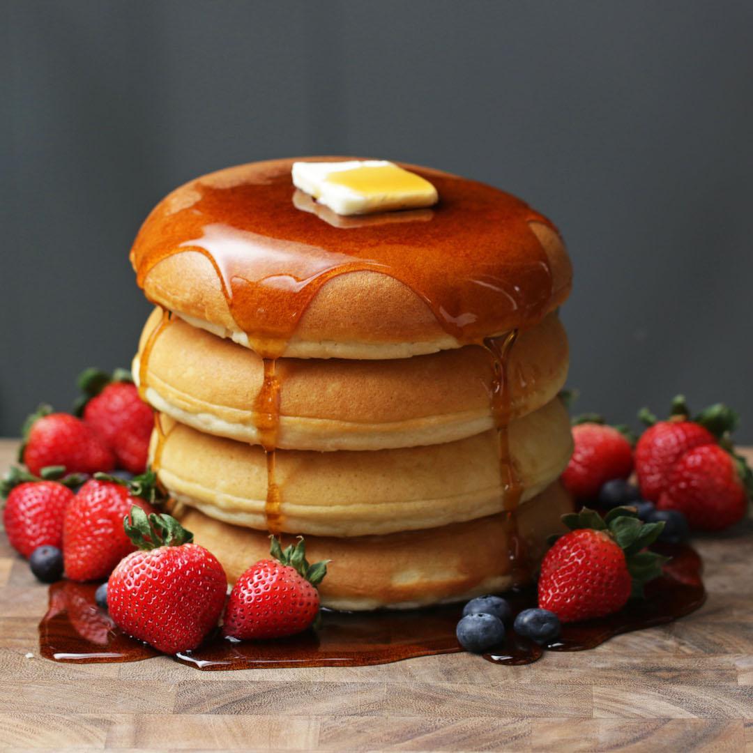 fluffige Pancakes Butter Ahornsirup