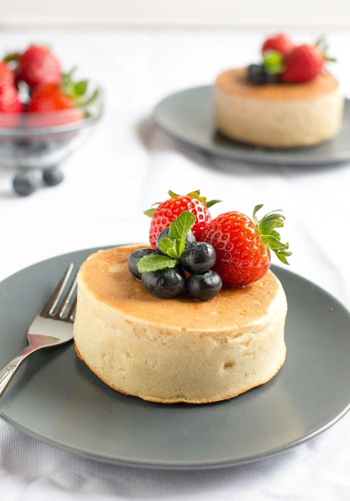 Pancakes japanisch mit frischen Beeren