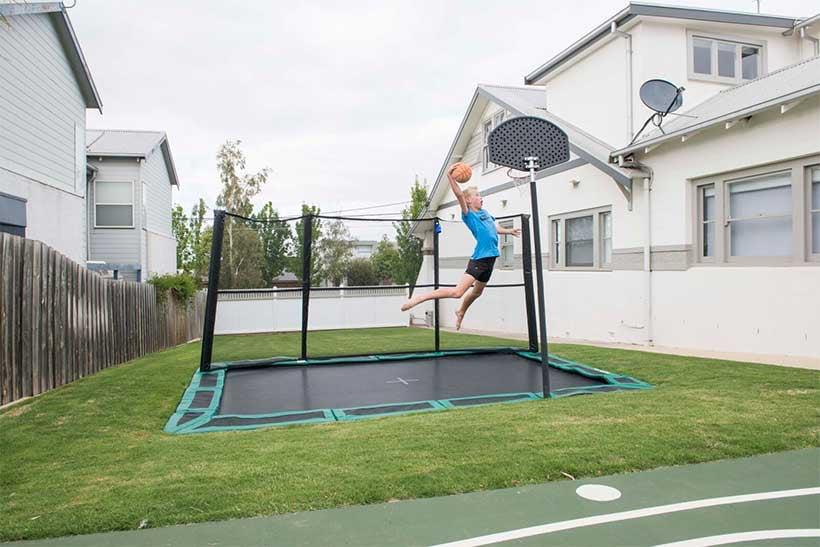Bodentrampolin Basketball Spielplatz kombinieren