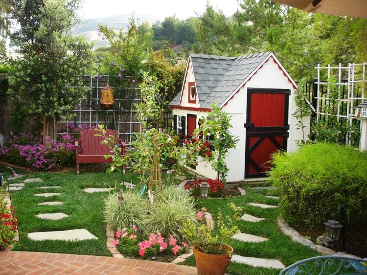 Spielplatz im Garten Spielhaus für Kinder bauen
