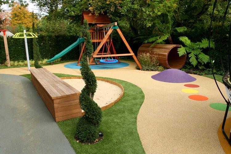 Spielplatz f+r Kinder im Garten Schaukel
