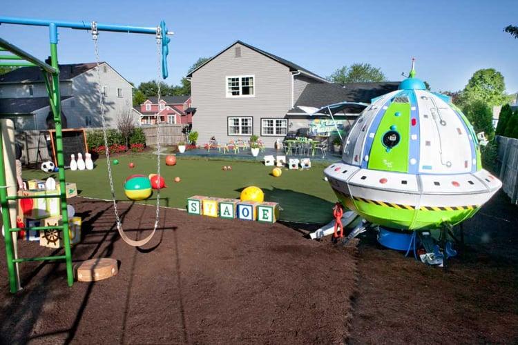 Spielplatz Garten ausgefallen Raumschiff