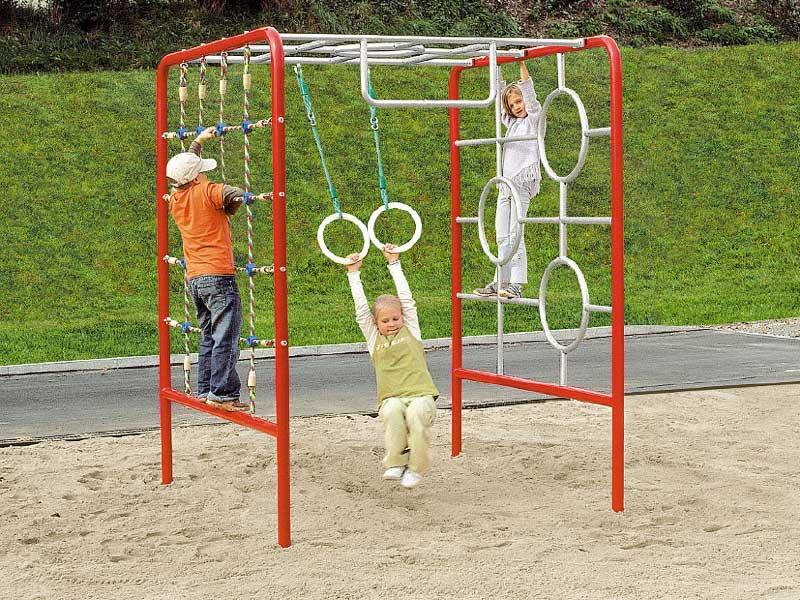 Spielplatz im Garten gestalten Kinder tolle Ideen