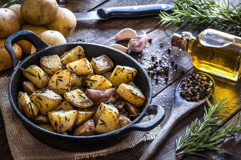 gekochte Kartoffeln mit Gewürzen gesund lecker