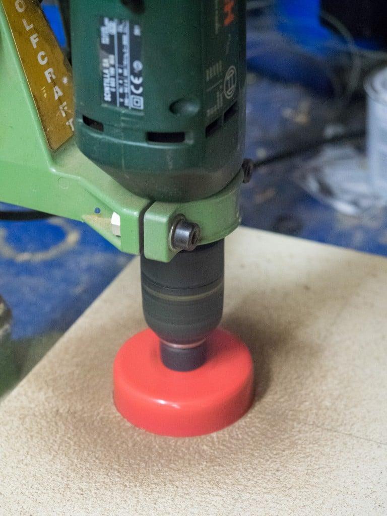Fotobox selber bauen LOch ausschneiden Objektiv Kamera