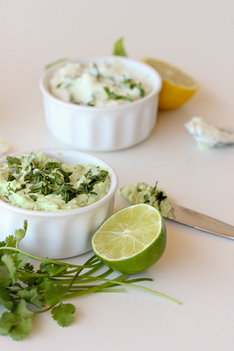 Mayonnaise selber machen und mit Petersilie abschmecken