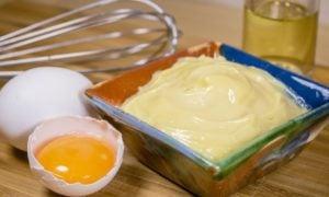 Mayonnaise selber machen klassisches Rezept mit Eiern