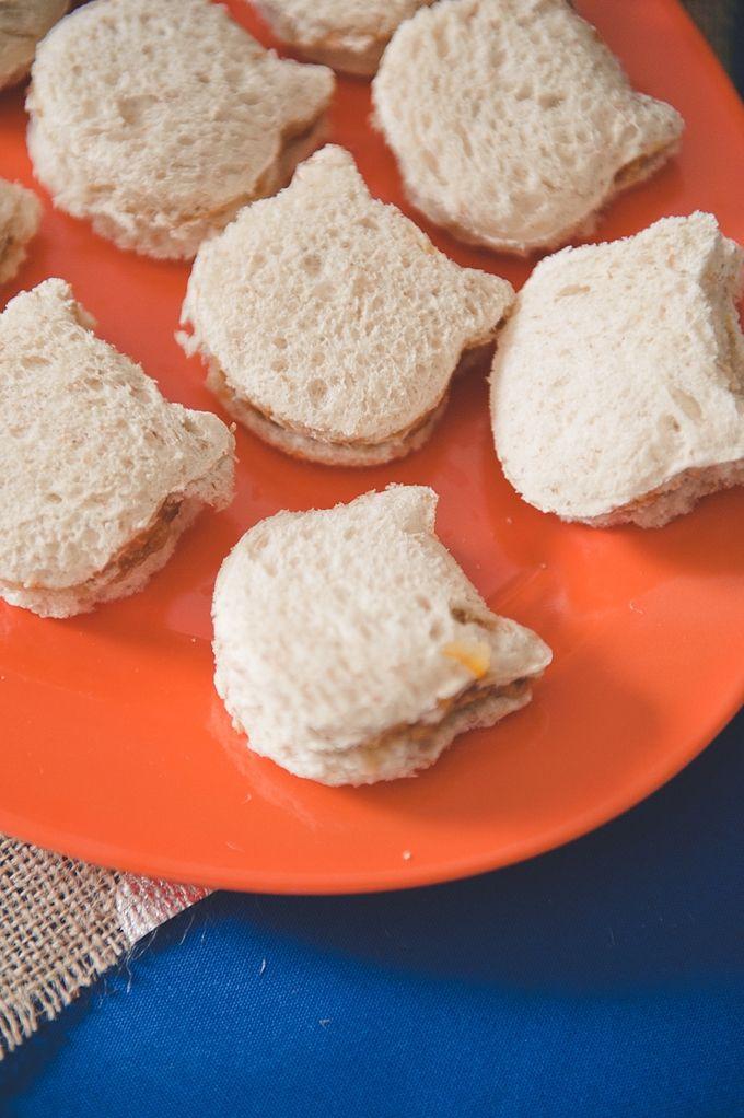 Fingerfood für Kinder Sandwiches in Katzenform zubereiten