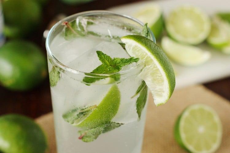 Cocktails Sommer Limette Minze Eis