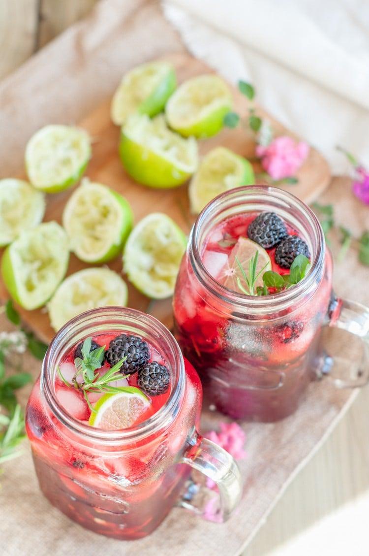 Erdbeermojito mit frischen Früchten