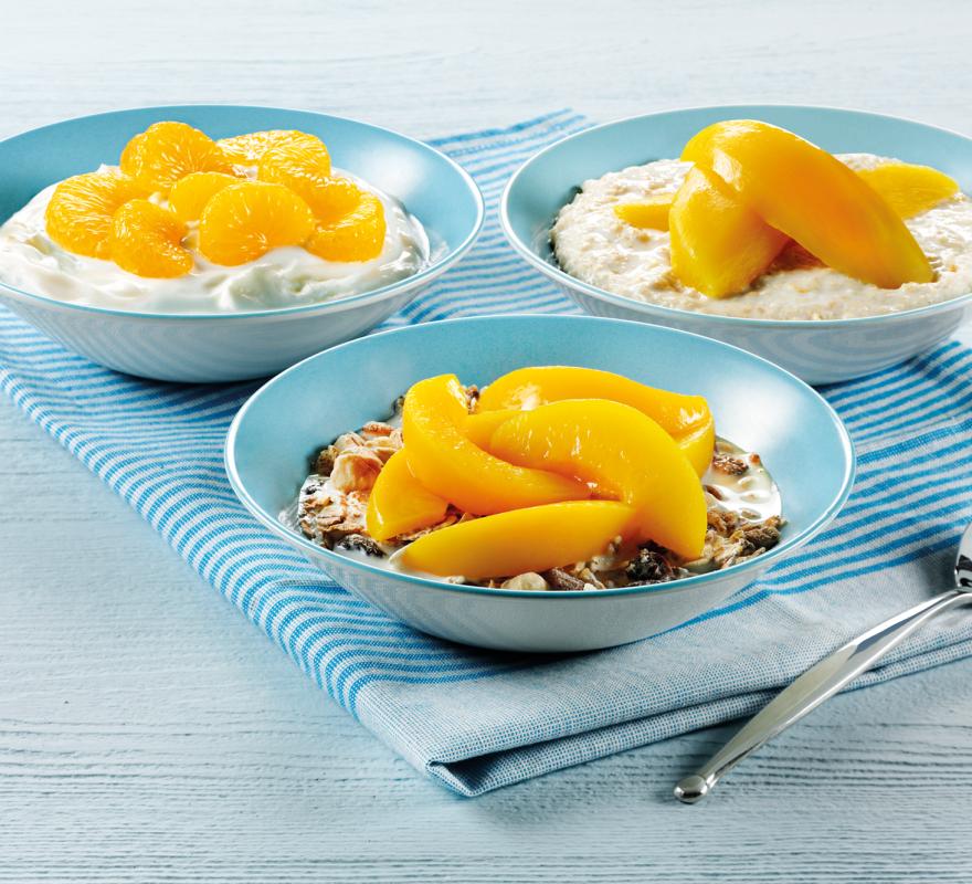 gesundes Frühstück Müsli Pfirsiche