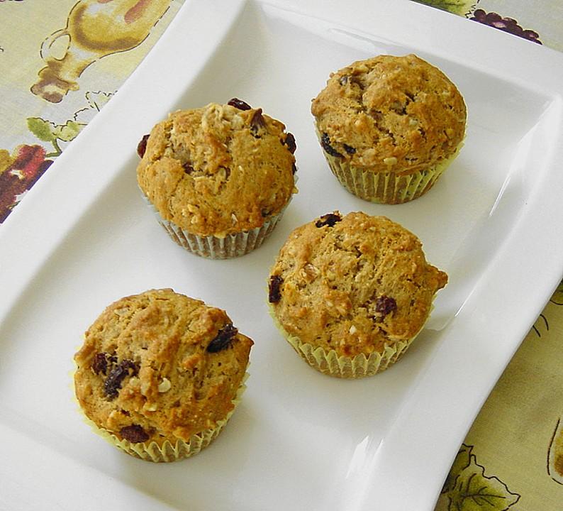 vegane Muffins mit Trockenfrüchte zubereiten Rosinen
