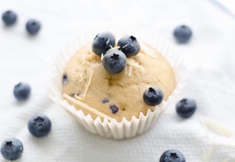 vegane Muffins mit Blaubeeren und Kokosraspeln