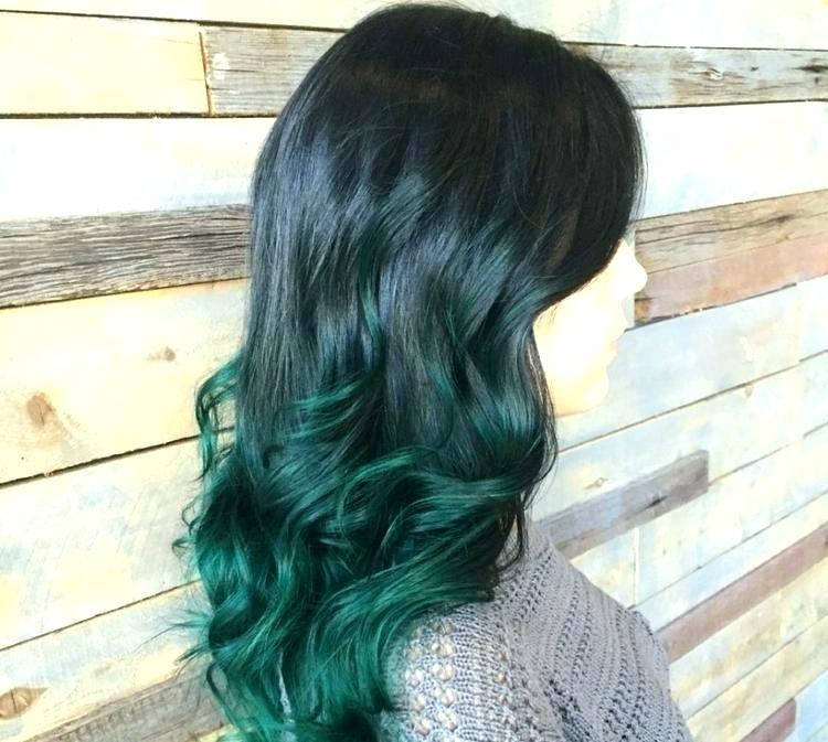 schwarze Haare Haarspitzen Dunkelgrün Ombre